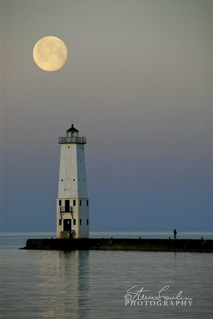 FkLt055-Moon-Light.jpg