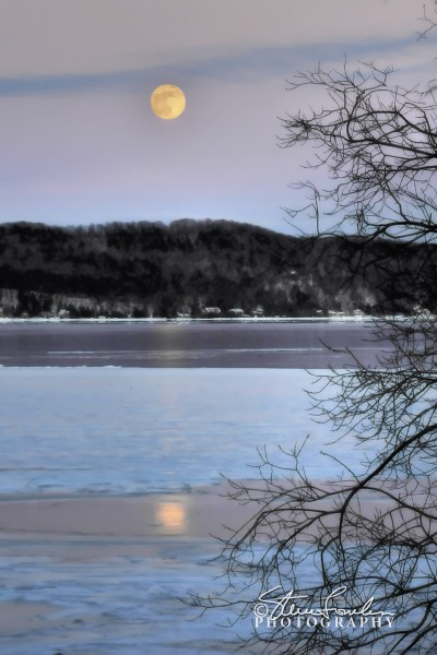 SUN026-January-Moonrise-Over-Crystal-Lake-11.jpg