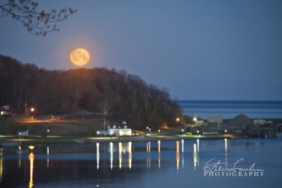 SUN137-Moonset-Over-Elberta.jpg