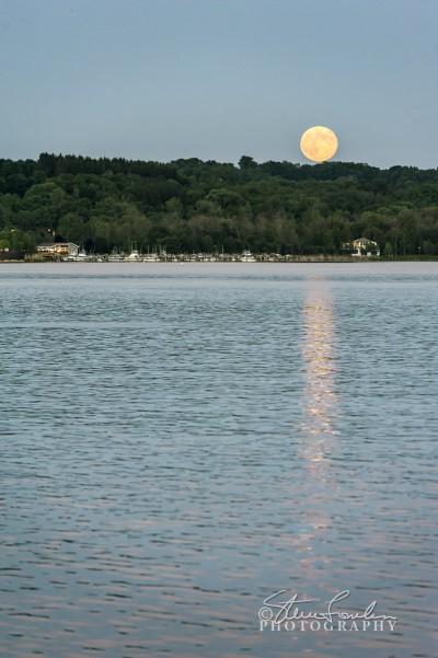 SUN147-Betsie-Bay-Moonrise.jpg